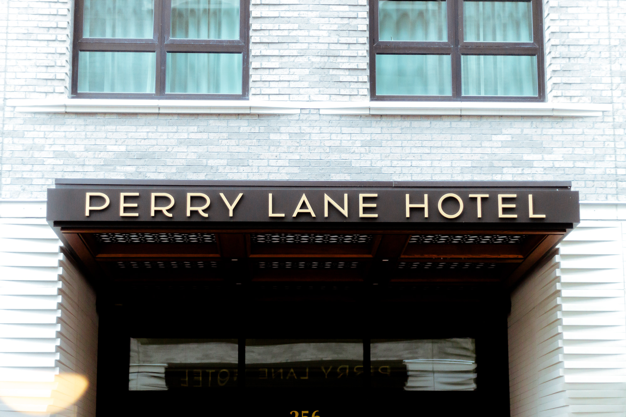 perry-lane-hotel-hotel-entrance-savannah-georgia