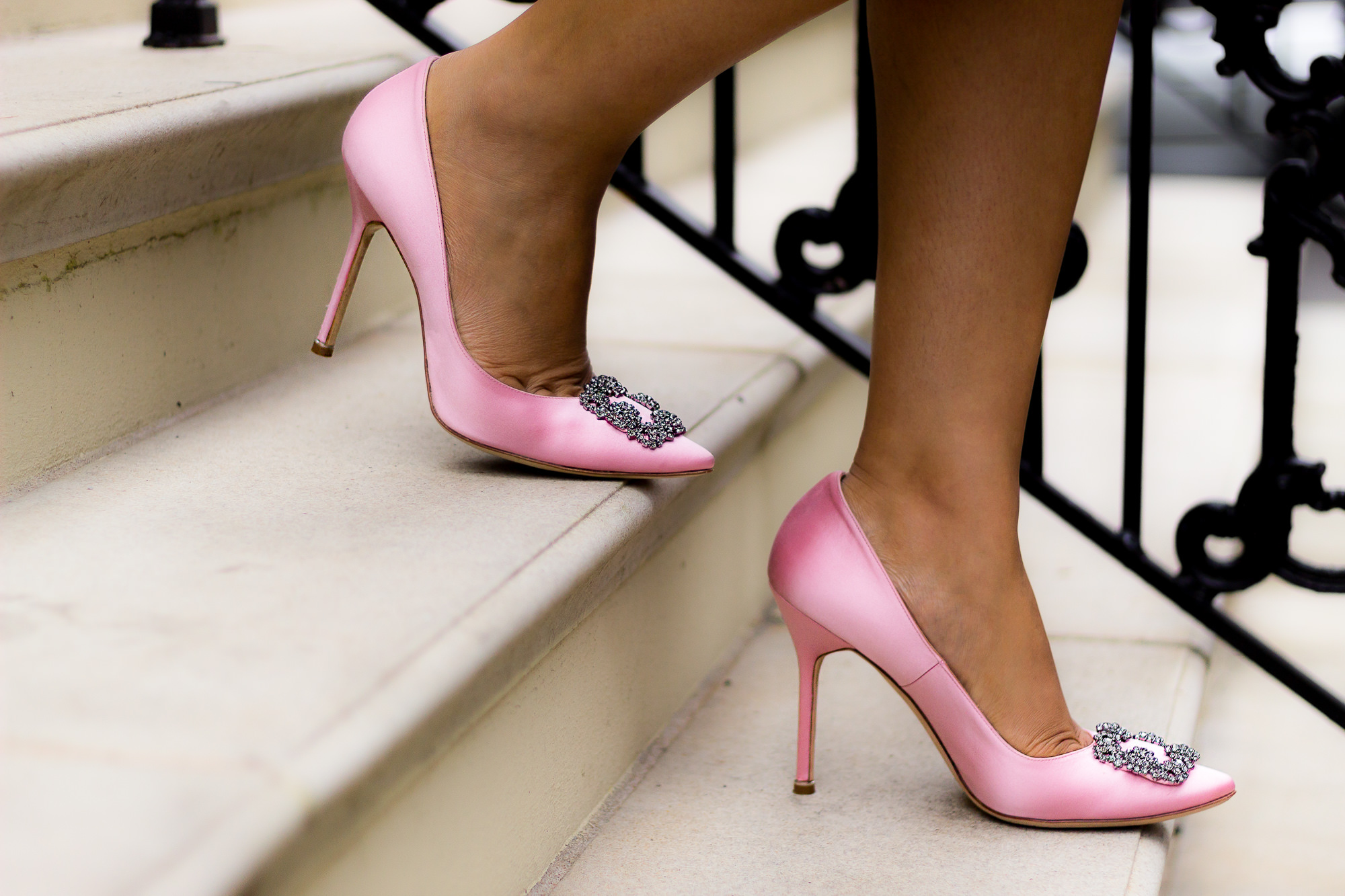 pink-manolo-blahnik-shoes-jewels
