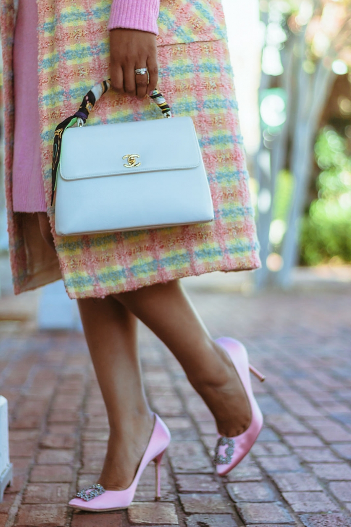 white-chanel-bag-classic-outdoor
